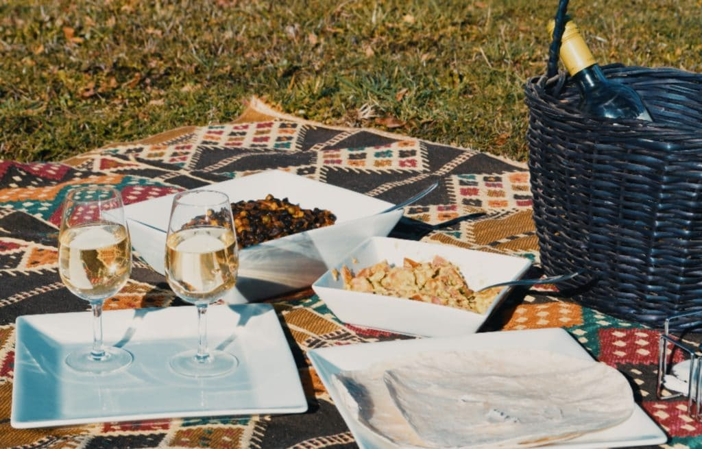 ideal wine company - wines for a park picnic
